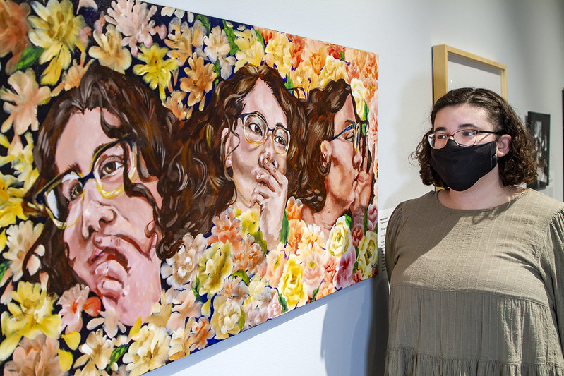 Artist with painting at the Figge
